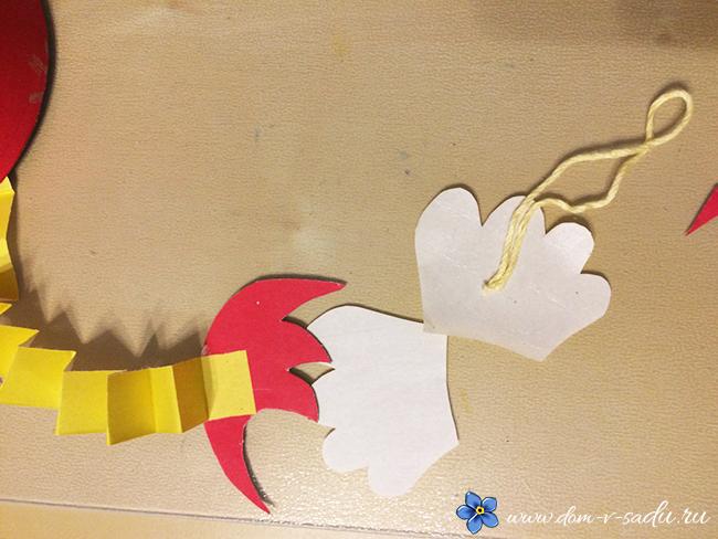 Как сделать поделку петуха из ниток