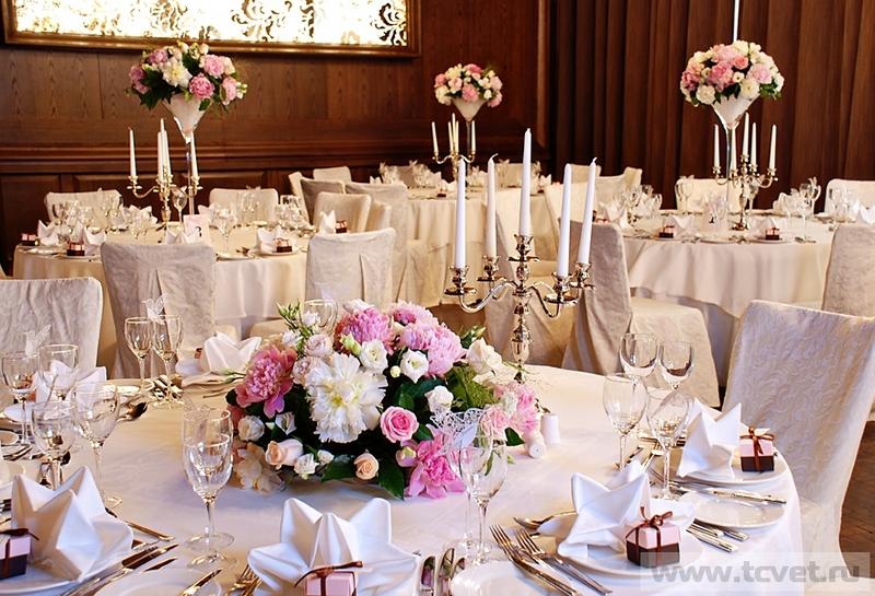 Свадебные украшения из цветов на стол фото